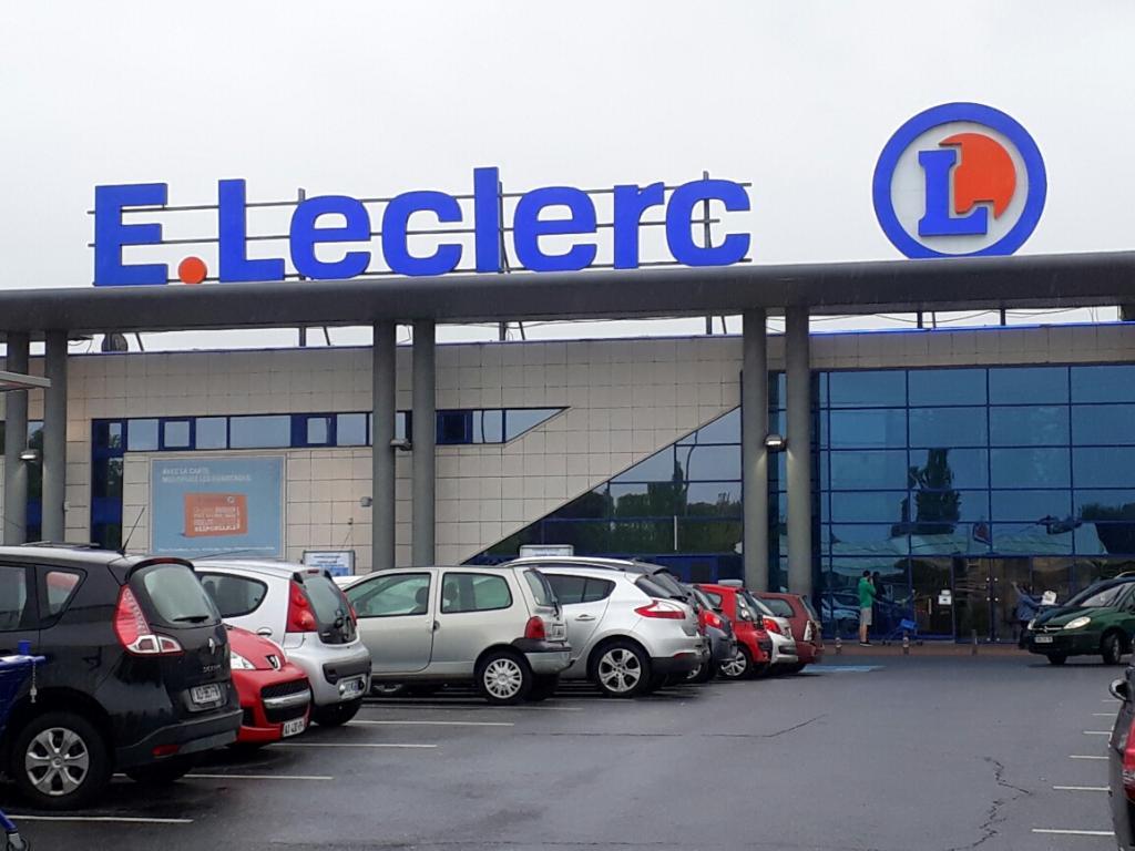 Grande Distribution Après Carrefour Et Auchan E Leclerc S